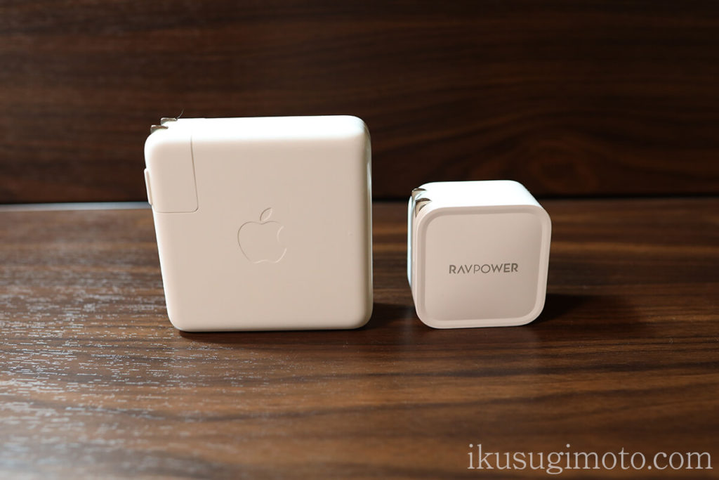 MacBook Pro 15インチ純正充電器とRAVPower RP-PC112の比較1